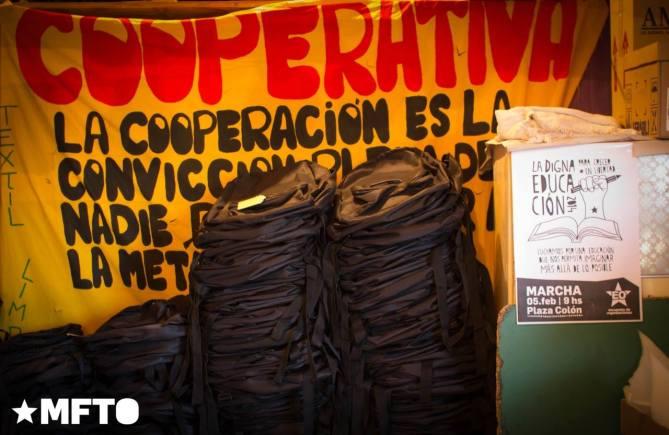 Confección de mochilas y cartucheras en la Cooperativa La Barranquita.
