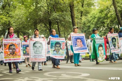 2015.09.26-marcha-ayotzinapa-11
